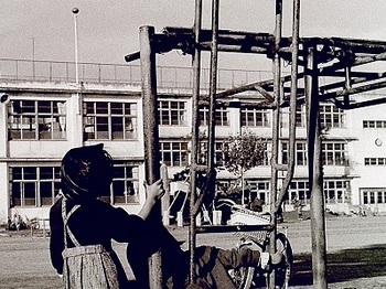 1967年4月校庭にて.jpg