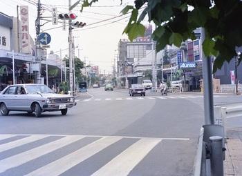 1979年旧警察署前.jpg