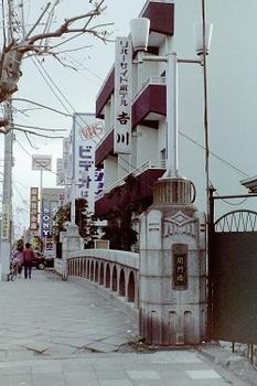 1980年関門橋から南方向.jpg