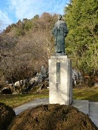 吉澤兵左翁の銅像.jpg
