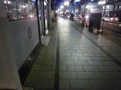 大通り西側店舗前2.jpg