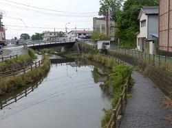 川沿いの遊歩道1.jpg