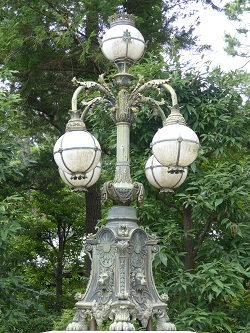 正面石橋の旧飾電燈2(江戸東京たてもの園内).jpg