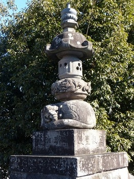 神明宮石燈籠1.jpg