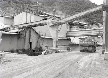 鍋山石灰工場3.jpg