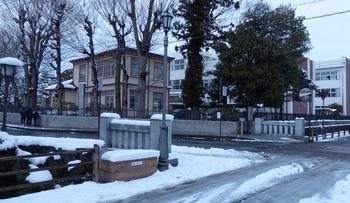 雪化粧した栃木高校.jpg