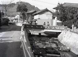 1982年1月新開橋下流の橋.jpg