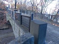 公園内の橋2.jpg