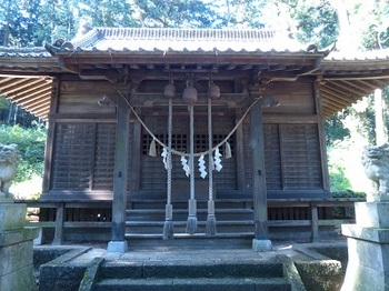 千塚八幡宮社殿.jpg