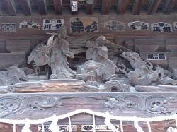 奥宮向拝部彫刻1.jpg