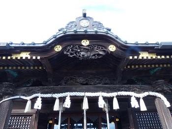 拝殿正面彫刻.jpg