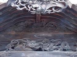 拝殿正面彫刻1.jpg
