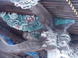 拝殿正面彫刻2.jpg