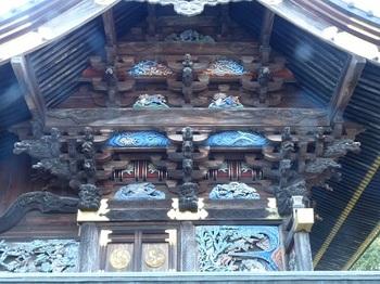 本殿右側面彫刻.jpg