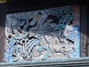本殿左側面彫刻1.jpg