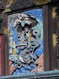 本殿左側面彫刻2.jpg