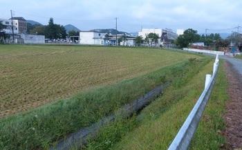 泉川町の水路.jpg