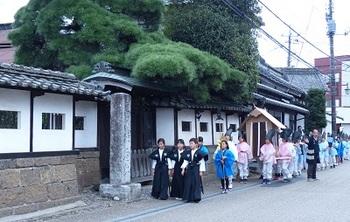 畠山陣屋跡前を通過する例幣使行列.jpg