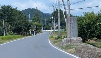 石碑の建つ場所.jpg