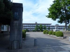 結城小学校正門.jpg