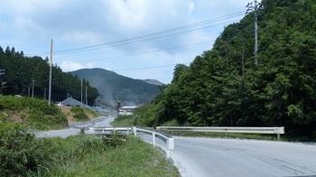 逆川大和砕石㈱入口の橋.jpg
