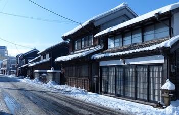 雪化粧した嘉右衛門町通り2.jpg