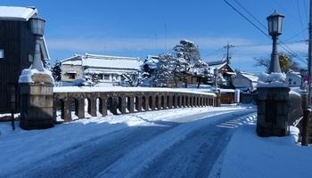 雪化粧の嘉右衛門橋.jpg