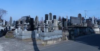 鷲宮神社東隣の墓地.jpg